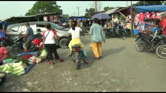 Pengguna Jalan Resah Pasar Liar di Kelurahan Besar Kecamatan Medan Labuhan Jualan Diatas Trotoar