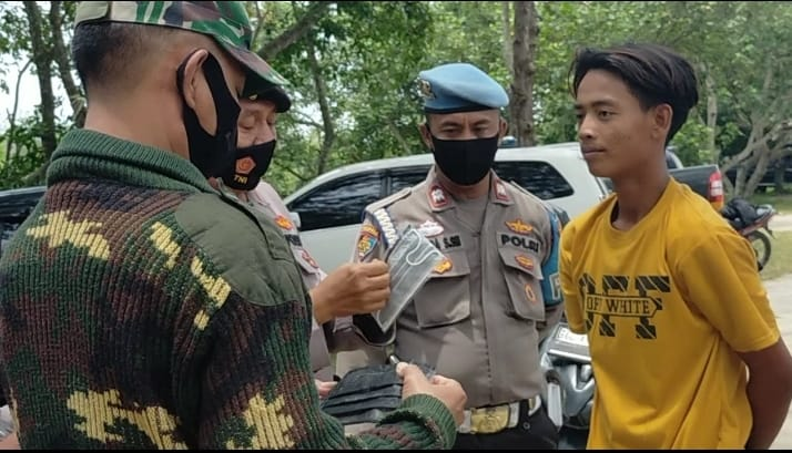 Polsek Indra Pura Bersama TNI Dan Pemkab Gelar Razia Masker Di Lokasi Wisata