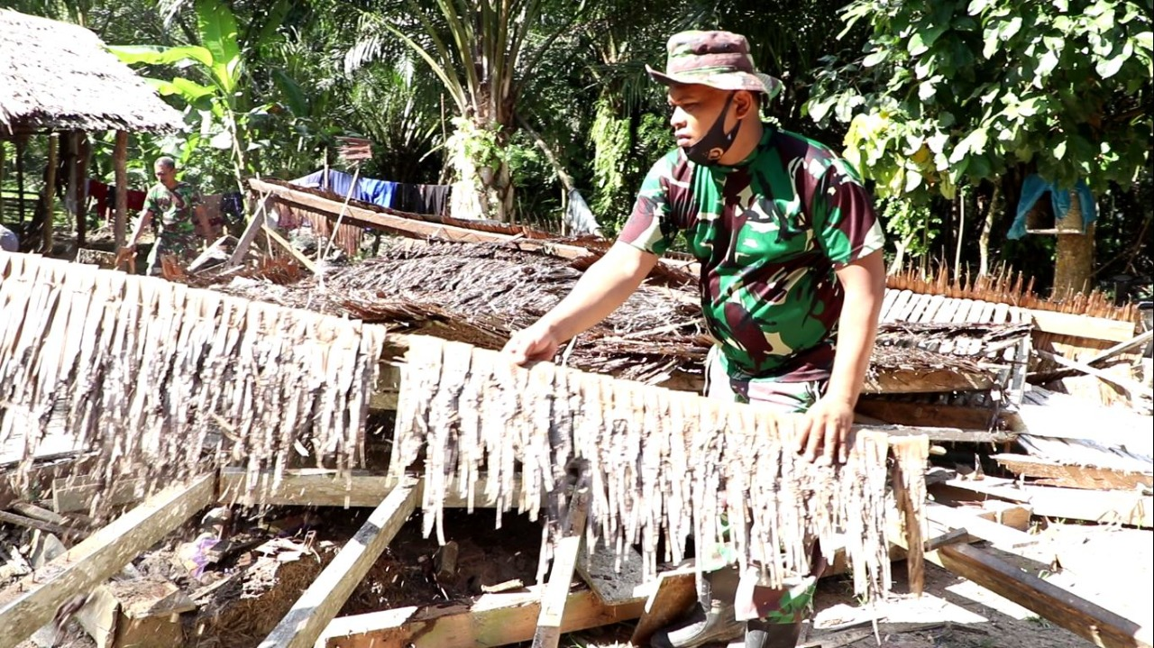 Binter Terpadu Kodim 0104/Atim, Robohkan Rumah Buruh Tani