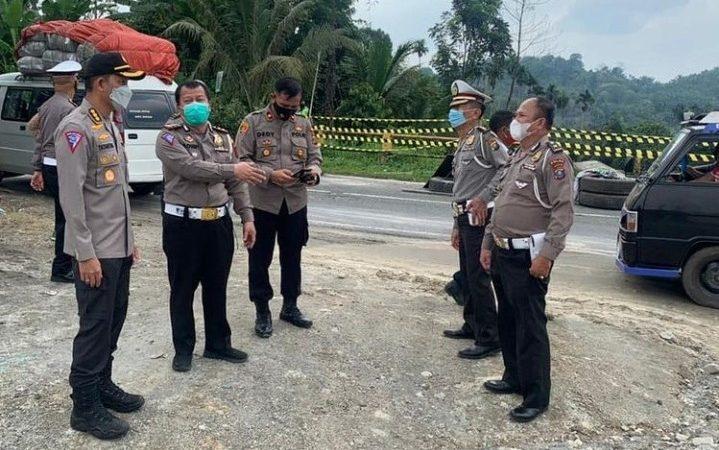 Dirlantas Polda Sumut Tinjau Longsor Jalan Medan-Brastagi
