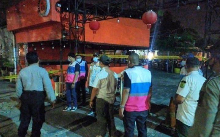 Tidak Patuhi Prokes, Petugas gabungan menyegel pusat jajajan Medan Night Market