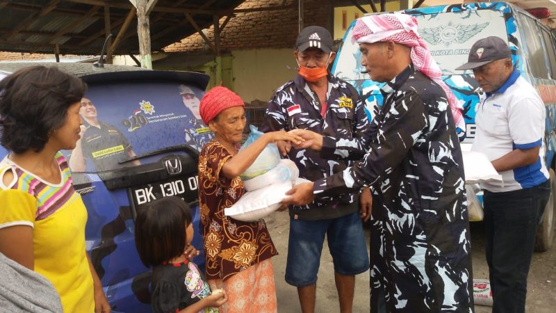 DPD AMPI Kota Binjai Berbagi Rasa Memberi Sembako Dan Nasi Kotak Ke Warga