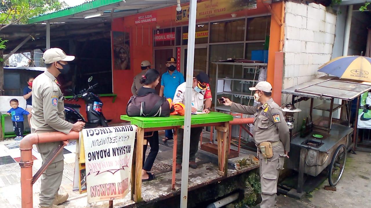 Cegah Penyebaran Covid-19, Petugas Gabungan Kec.Cipinang Jaktim Gelar Sidak dan Himbau Pedagang Patuhi Prokes