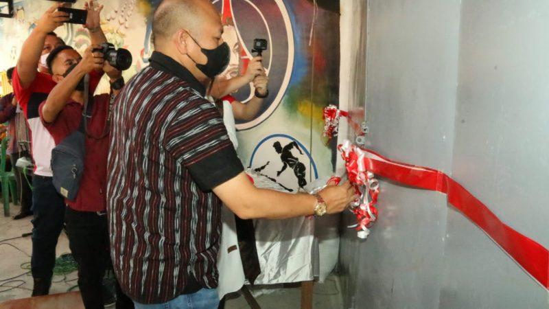 Bupati Taput Resmikan Gedung Olahraga Maverick Futsal di Desa Hapoltahan
