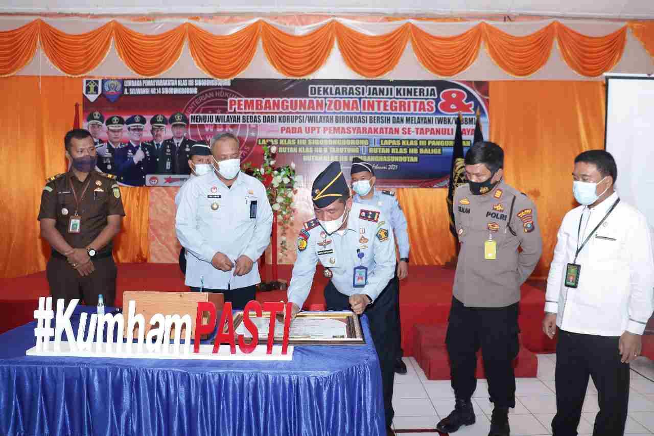 Lapas Siborong-borong Melakukan Penandatanganan Janji Kinerja Dan Pembangunan Zi Menuju WBK/WBBM 2021