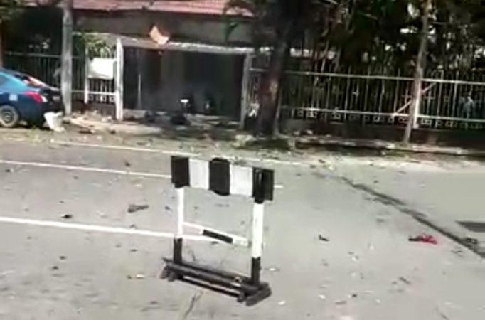 Potongan Tubuh Manusia Tercecer di Depan Gereja Katedral Kota Makasar akibat BOM MELEDAK