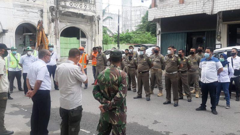 Babinsa Koramil 0201-10/MB Bantu Giat Penertiban Program Pemko Medan