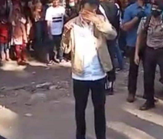 Jokowi Menangis Melihat Penderitaan Warga Adonara Terkena Bencana Alam